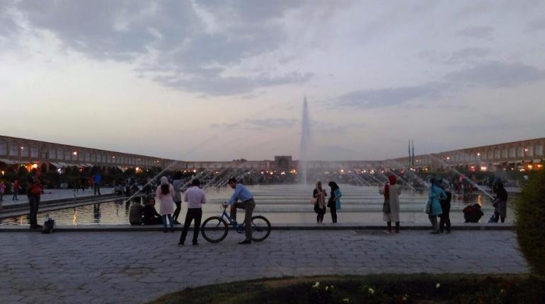 A regular evening at Nashq-e-Jahan (Isfahan)